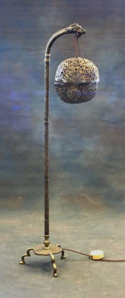 Orientalisk golvlampa leta retro