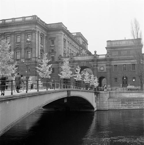 SSMSVD031035S Riksbron mot riksdagshuset 1957